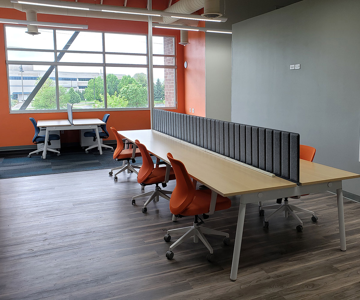 Hot Desks in Coworking Spaces - The Complete Guide